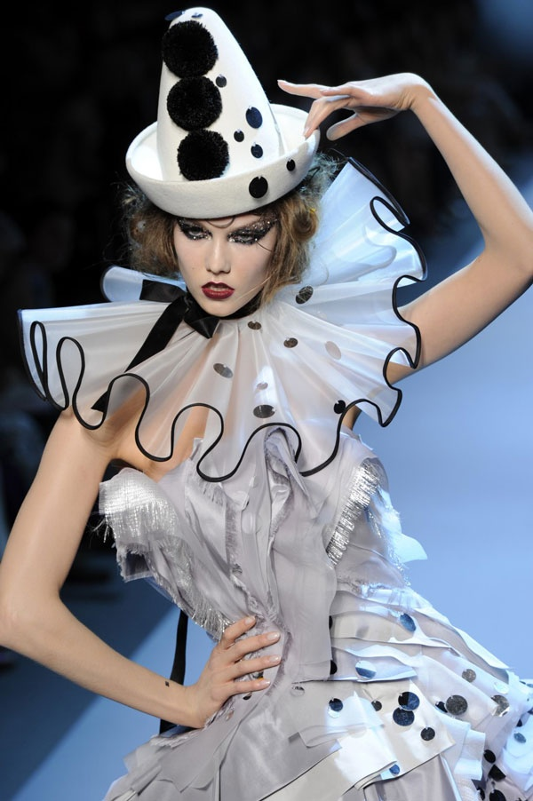 8.Modern runway  Northern Reniassance inspired, ruffled collar, wears a form of stay/busk,conch