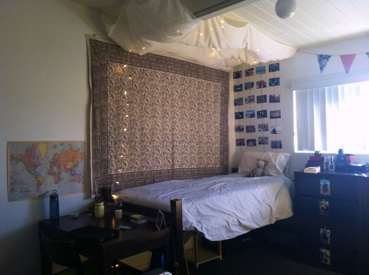 Girl S Dorm Room Canopy Tapestry Dorm Apartment 2013