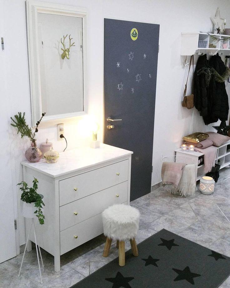die besten 25 eingangsbereich kommode ideen auf pinterest gestrichene schlafzimmerm bel. Black Bedroom Furniture Sets. Home Design Ideas