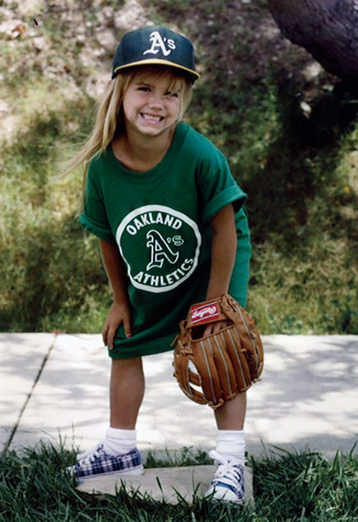 Alex Morgan playing baseball as a kid, oh my gosh she is so adorable!!! I love the fact she was interested in so many sports as a kid!!!