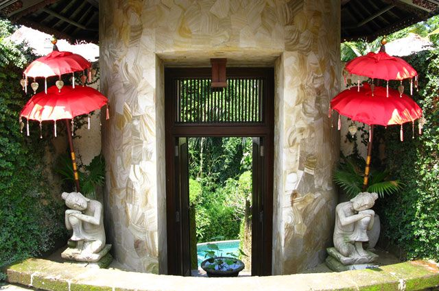 Find peace in our garden of relaxation!  Villa di Abing in Ubud, Bali awaits your visit..... http://villadiabing.com