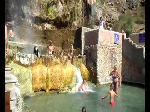 Иордания Горячие источники Природный хамам в скале.