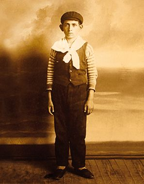 EL PETISO OREJUDO: EL NIÑO QUE MATABA NIÑOS. Etiqueta Negra, 24 de octubre de 2013