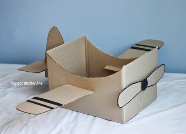 En este artículo os mostramos una manualidad para los pequeños de lo más entusiasmante. Una caja de cartón convertida en un avión para sus tardes de juego.