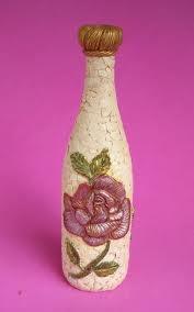 botella decorada con cascaras de huevos  y decoupage