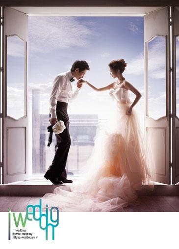 [아이웨딩] 스튜디오 - 드림스튜디오. 가장 소중한 추억이 될 결혼 즈음의 이야기들을 차곡차곡 담아내는 스토리북을 선사해 드립니다.