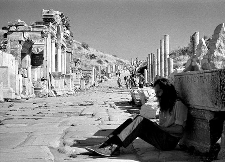 Natali AVAZYAN (NataliAVAZYAN) | Twitter M.Ö 7.yyla kadar inen Efes Artemis Tapınağı kalıntıları görülüyor
