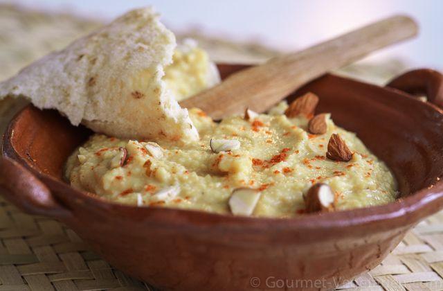HOUMOUS Rien de plus facile à préparer (10') qu'un bon houmous à déguster sur du pain grillé en toute circonstance ou encore lors de la venue d'amis à l'improviste ... ;-) http://www.gourmet-vegetarien.com/houmous-recettes-vegetariennes/