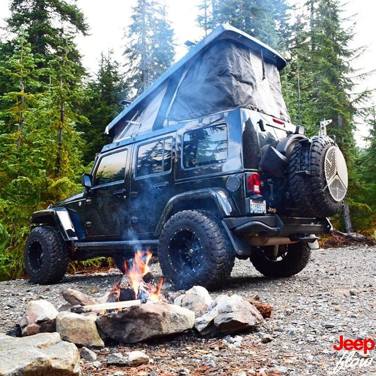 This is probably the coolest jeep tent I've seen yet. Shout out to @dragonexpeditionjeep for this great photo. #jk #jeep #jeeps #jeeptent #JEEPFLOW