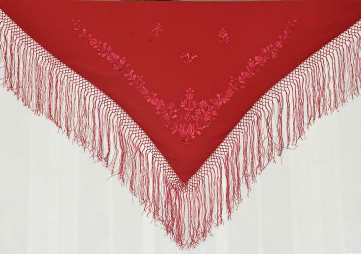 Embroidered, handmade hungarian shawl made in Matyó style.