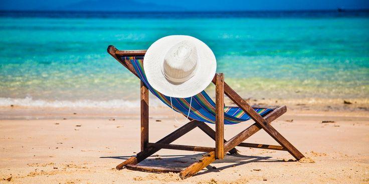 #Urlaubsfeeling mit Klappliege am #Strand #Türkei © shutterstock