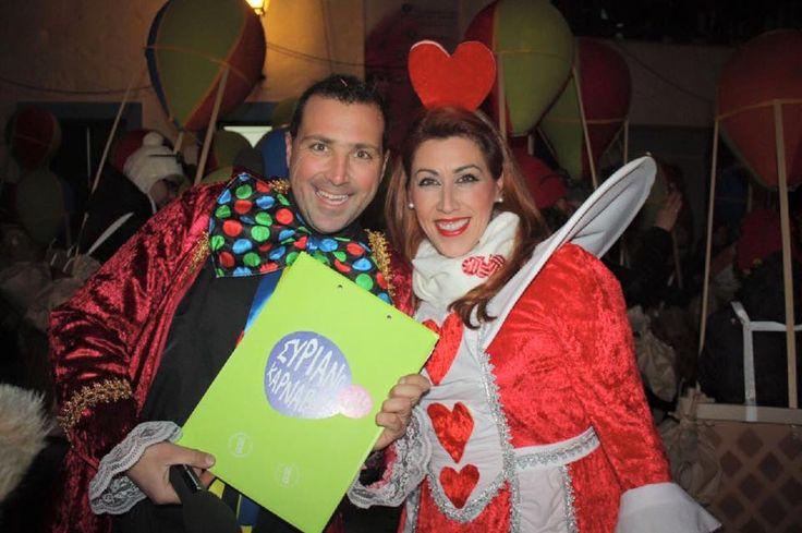Μαζί με τον Γιώργο Ρούσσο ξεκινάμε για την παρέλαση στα στενά της Άνω Σύρου!  Σύρος!!! #syros_carnival