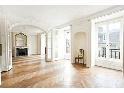 Ниша в стене, парижская квартира