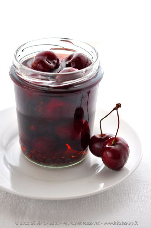 Cherry Syrup -- English Translation: 1kg of cherries, 500ml of water, 160g of sugar, 2 cloves, 1 cinnamon stick. Wash the cherries, remove the stones and place them inside the jars previously sterilized. Bring water to the boil with the sugar, cloves and cinnamon, boil for 5 minutes. Pour the syrup into the jars that contain cherries close with a stopper and cook in a pan of water in a water bath (for instance like the jars of jam) for about twenty minutes.