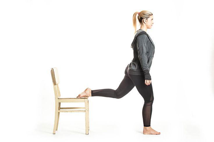 Pokud zkoušíte cvičit doma podle našeho návodu, pravděpodobně jste již vyzkoušeli trénink pro kulatý zadeček, pevné paže nebo celou vrchní část těla. Logicky nám tak chybí trénink pro krásné a pevné nožky, který také uzavře tento seriál pro domácí cvičení.  Dnes budete z pomůcek potřebovat karimat