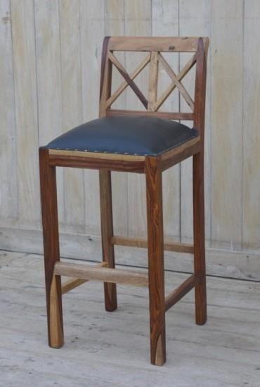 Indyjskie #krzesła barowe w stylu loftowym. :D Stwórz bar w domu albo zaaranżuj pub w stylowy sposób! :) Na zdjęciach: ✪ Krzesło 1: http://bit.ly/2cLwoAF ✪ Krzesło 2: http://bit.ly/2dnou3l
