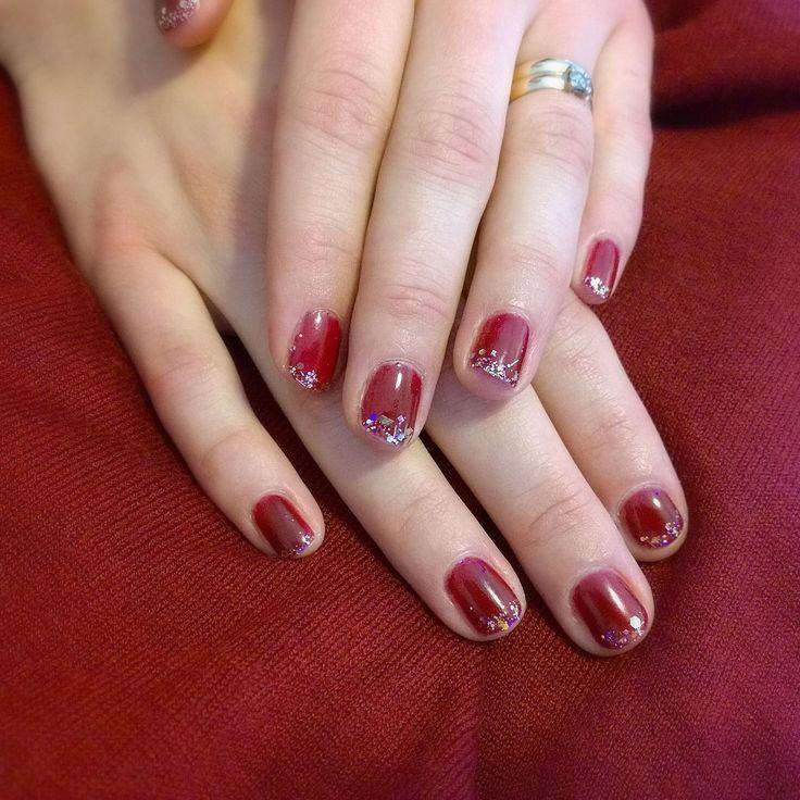 French manicure with glitter. Perfect partynails! MissBehave #sensationail #gelfanatic Ranskalainen geelilakkaus glitterillä. Tico tico! Itämeri kutsuu. ;)