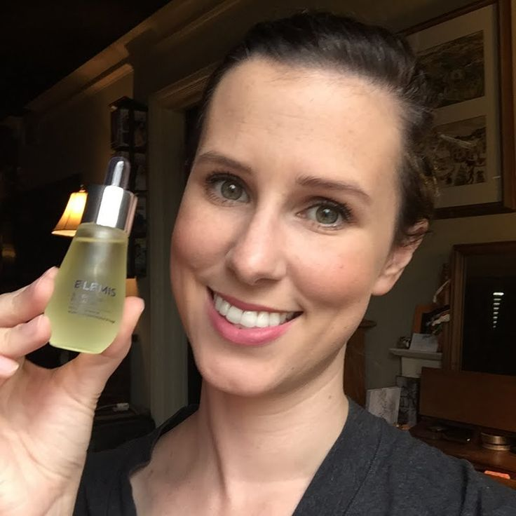 Preen.Me VIP Nataly S feeds her skin for a radiant and healthy glow with her gifted ELEMIS Superfood Facial Oil. Bag this #ELEMISeveryday skin care essential by clicking through.