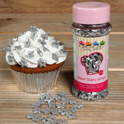 Confeti comestible con forma de estrellas plateadas, ideal para decorar tartas, cupcakes, galletas y pasteles navideños #navidad #decoracionnavidad #ideasnavidad #bolsasnavidad #reposterianavidad #cupcakesdenavidad #tartasdenavidad #reposterianavideña #xmascakes #christmascakes #xmascupcakes #christmascupcakes