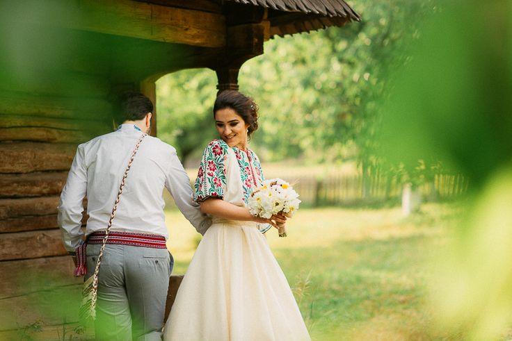 Iulia-Andrei-traditional romanian wedding_land of white deer (43)