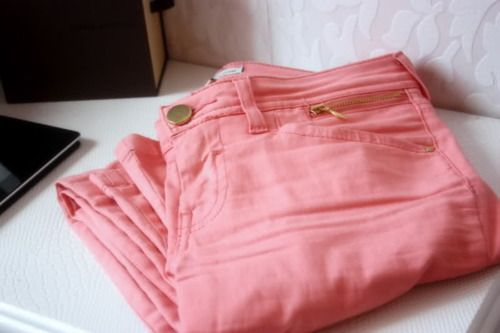 rose: Pink Skinny Jeans, Coral Jeans, Coral Pink, Colored Pants, Clothes Style, Pink Skinnys, Pastel Pink, Peach Pants, Pink Jeans