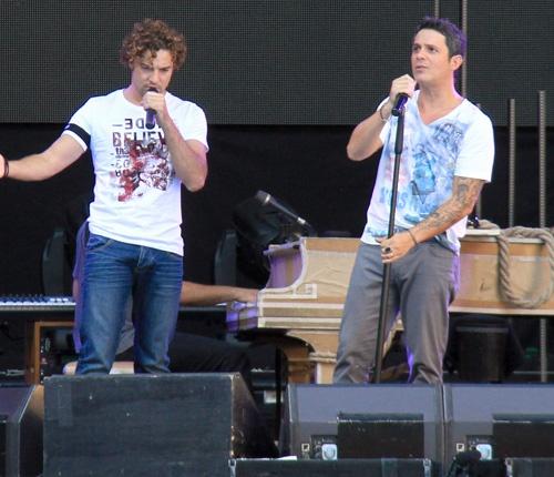 David Bisbal y Alejandro Sanz durante los ensayos del concierto de Sanz en Sevilla