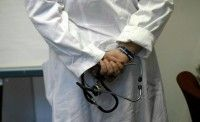 Medico a processo, per un mal di schiena il paziente rischiò di morire