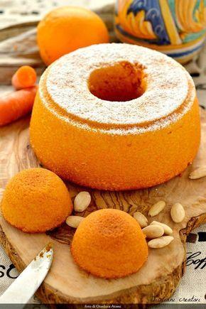 Torta di carote, mandorle e arancia. Questo dolce mi ha fatto penare parecchio, ma alla fine ho vinto io. Avevo in mente da tempo una torta di carote rustica, con le carote e le mandorle che si vedess