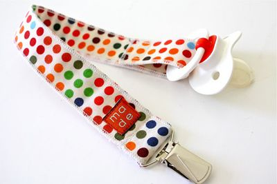 Pacifier Clip Tutorial from Sew,Mama,Sew! via MADE Blog. Perfect way to use scrap fabric, tried and tested!