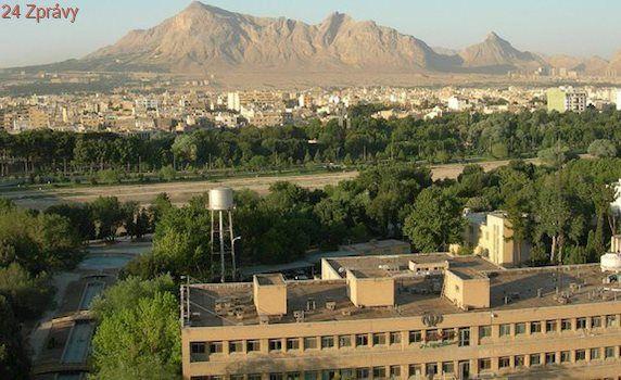 Vztahy USA-Teherán se prudce zhoršují, Írán zahájil vojenské cvičení
