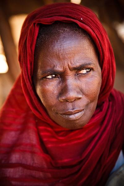Woman inside the grand marche Dire, Timbuktu, Mali
