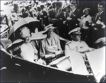 Chapter Eleanor Roosevelt on Others In June of King George and Queen Elizabeth visited the Roosevelt's at Hyde Park. Though she liked them personally, ...