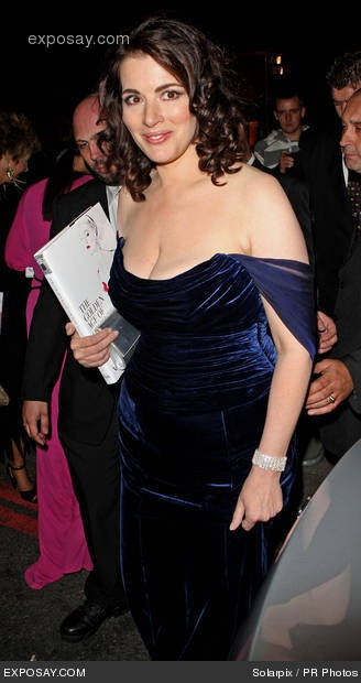 nigella-lawson-the-golden-age-of-couture-vip-gala-departures-08MuNs.jpg (328×620)