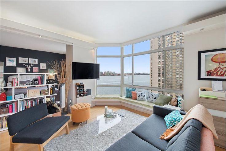 Apprécier la vue sur la rivière Hudson depuis votre appartement à New York. #Hudson #NewYork #beauty #LuxuryHome http://fr.luxuryestate.com/p26052502-appartement-en-vente-new-york