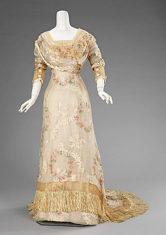 Dress, Dinner    Date:      1910–12  Culture:      American  Medium:      silk  Dimensions:      Length at CB: 73 in. (185.4 cm)  Credit Line:      Brooklyn Museum Costume Collection at The Metropolitan Museum of Art, Gift of the Brooklyn Museum, 2009; Gift of Mrs. Jason Westerfield, 1963  Accession Number:      2009.300.1303