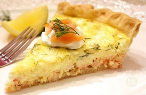 Tarte de saumon au boursin ail et fines herbes WW, recette d'une délicieuse tarte salée à base d'une pâte brisée légère, facile et simple à faire, parfaite à déguster en entrée ou en plat principal accompagnée d'une salade verte.