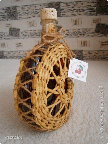 Поделка изделие Плетение Домашняя ликера из черной вишни в специальной упаковке и миска с крышкой для любых вещей Бумага газетная Трубочки бумажные фото 3