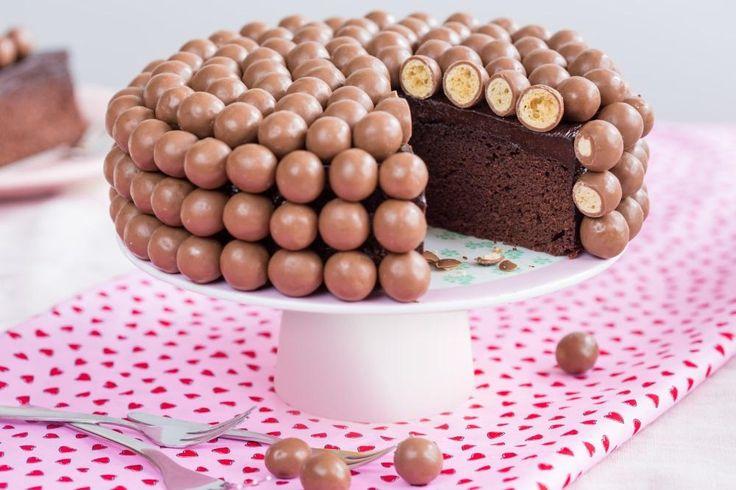 Double Chocolate Taart met krokante chocoladebolletjes recept | Dr.Oetker