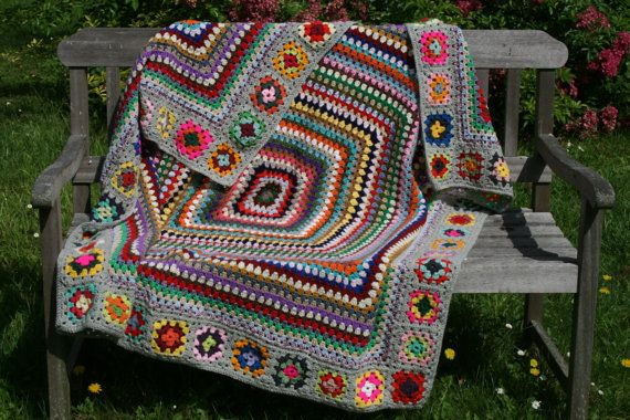 Luna : New crocheted afghan, 2 kinds of granny squares, light grey pure wool…