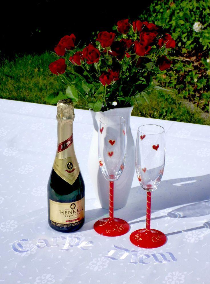 Vic & Vince har de perfekta Bröllopsgåvorna. Gåvor som passar alla och som man kan använda många lyckliga dagar. Bröllopsgåvor som passar både för vardag och fest, Bröllopspresenter som man har nytta av. Specialdesignade bäddset, personligt broderade dukar eller ett par handdukar med kärlekens budskap. Vi visar på några varor man kan välja som Bröllopsgåva men det är bara fantasin som sätter gränsen. Kontakta oss om ni har andra önskemål om personligt utformade presenter.