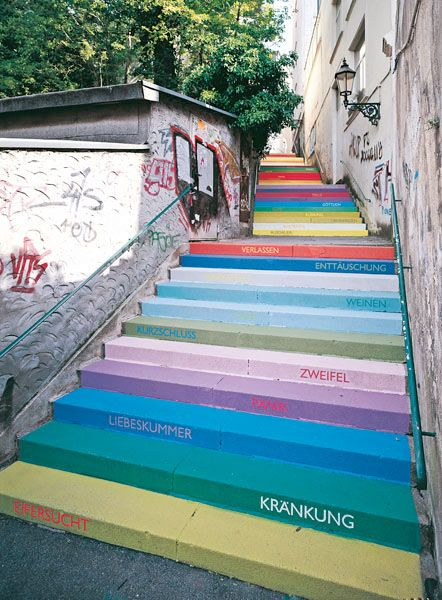 Horst Glaesker used 112 shades of acrylic paint on 112 steps. Each color expresses a different emotion.