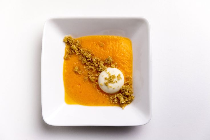 Crema fresca di melone con crumble al miele e pralina di Gorgonzola dolce