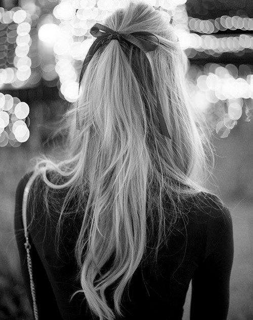 Peinado muy lindo semi recogido con lazo y pelo suelto