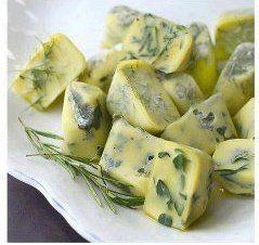 Uma ótima dica é congelar ervas no azeite, em forminhas de gelo! Veja como é simples de fazer: 1....