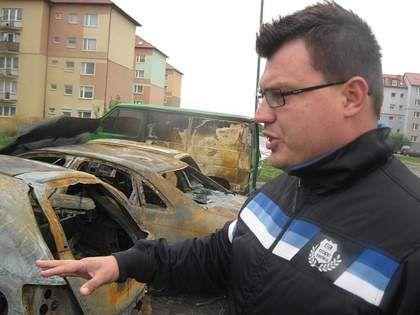 """Pożar na parkingu. """"Nie można było zbliżyć się do aut, bo ciągle coś wybuchało"""" - Relacjonuje naoczny świadek. http://goo.gl/pD4qti"""