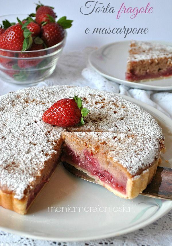 Una torta di fragole che dovete assolutamente provare! Un guscio che non si sbriciola, la composta di fragole, la torta al mascarpone: si scioglie in bocca!