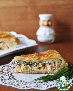 Пирог из слоёного теста с лососем и моцареллой