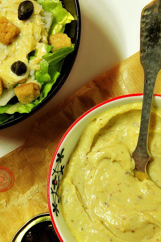 Esta conocidísima salsa, acompaña siempre a una de las ensaladas más populares en el mundo entero, la ensalada César.   La Salsa César fu...
