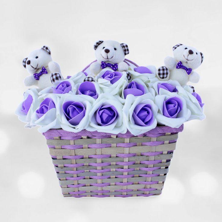 """Tatlı Ayıcıklar Mor Çiçekler.  Hasta olan kişiler normal zamandakinden daha fazla şımartılmayı beklerler. Hem sevdiğinizi şımartmak hem de iyileşme sürecine katkıda bulunmak istiyorsanız, ''Tatlı Ayıcıklar Mor Çiçekler"""" ürünümüz ile bunu başarabilirsiniz."""
