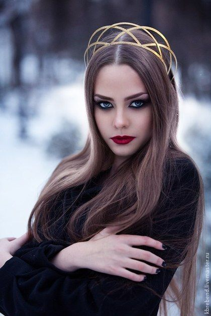 Russian modern kokoshnik. Russian beauty. Russian style in fashion. Russian girls. Dramatic makeup.